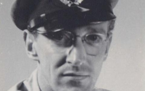 Mijn vader Wouter Knuijsting beschrijft WWII, Bersiapperiode en NNG Hollandia.
