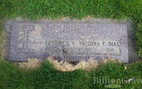 Grave papa and mama