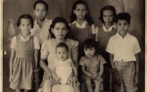 Overgrootmoeder Engelbertha Jacobs met 7 van haar kinderen